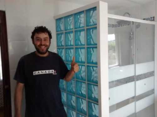Instalación de pavés decorativo y ducha