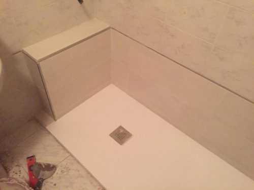 Plato de ducha preparado para colocar la mampara