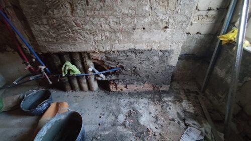 Carga de tuberías de PVC y multicapa en el viejo tabique.